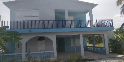 Casa en bajos cerca de la playa y #2